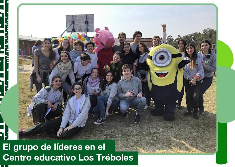 El grupo de líderes en el Centro educativo Los Tréboles.