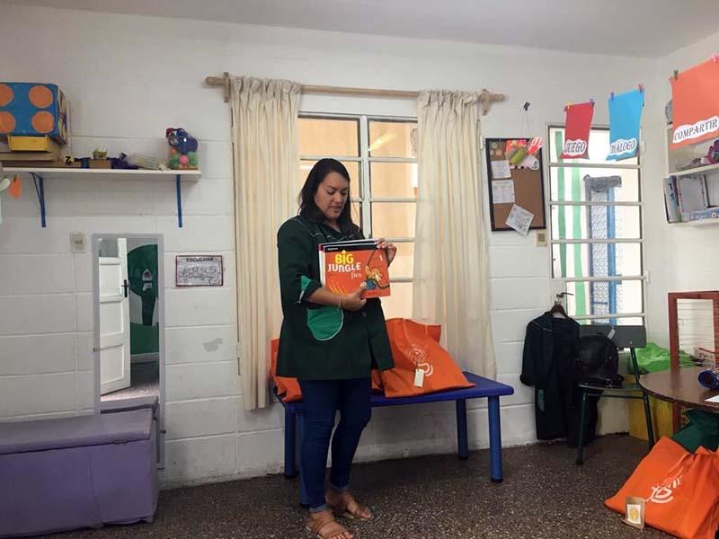 Gabriela Mistral entrega carpetas nivel 3 mat 3